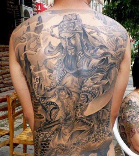 Mẫu hình xăm ở lưng dành cho nam