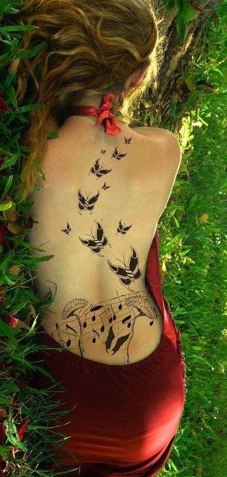 Mẫu hình xăm ở lưng đẹp hình đàn bướm dành cho nữ