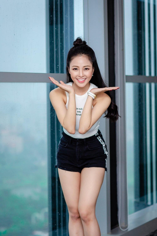 Hot girl Trâm Anh vô cùng đáng yêu khi tạo dáng chụp ảnh mẫu