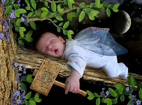 Ảnh thiên thần nhỏ chúc mọi người ngủ ngon