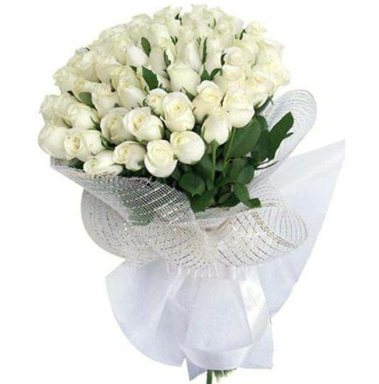 Hình ảnh bó hoa hồng trắng đẹp tự nhiên