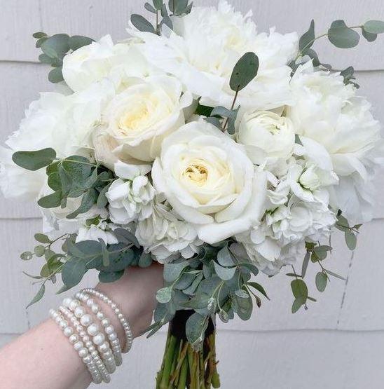 Hình ảnh bó hoa hồng trắng cô dâu