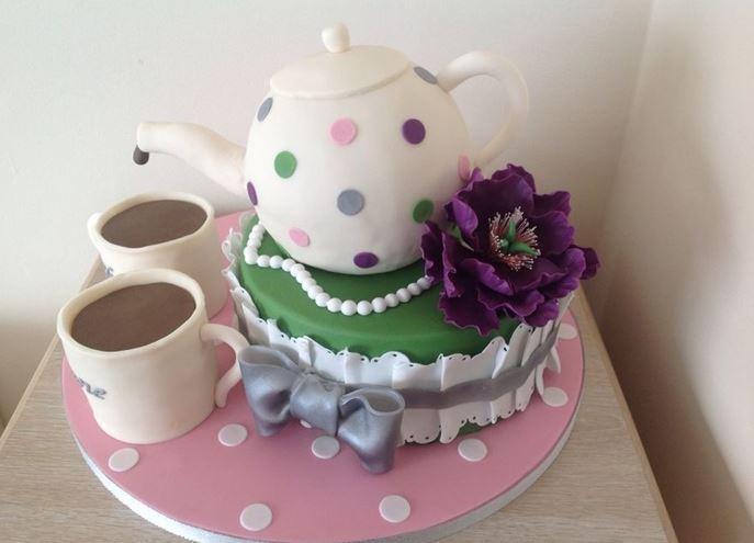 Hình ảnh bánh sinh nhật bình trà độc đáo