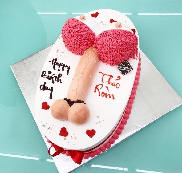 Hình bánh sinh nhật bựa kinh dị