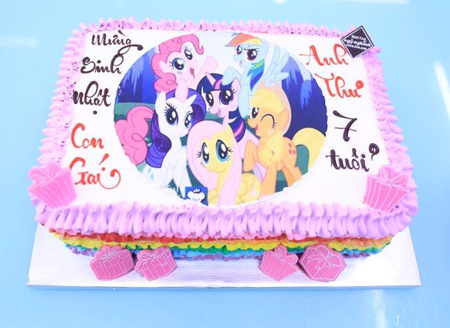 ảnh bánh sinh nhật hoạt hinh dễ thương cho bé gái