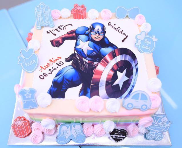 Hình ảnh bánh sinh nhật siêu nhân dễ thương cho bé trai